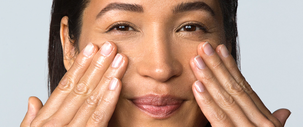 Can face oil cause breakouts? Find out if oil in your skin care routine is a friend or foe!